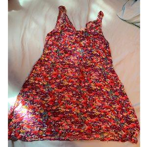 Super cute open back dress 🍉